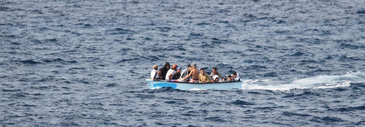 Barchino di migranti a largo di Lampedusa