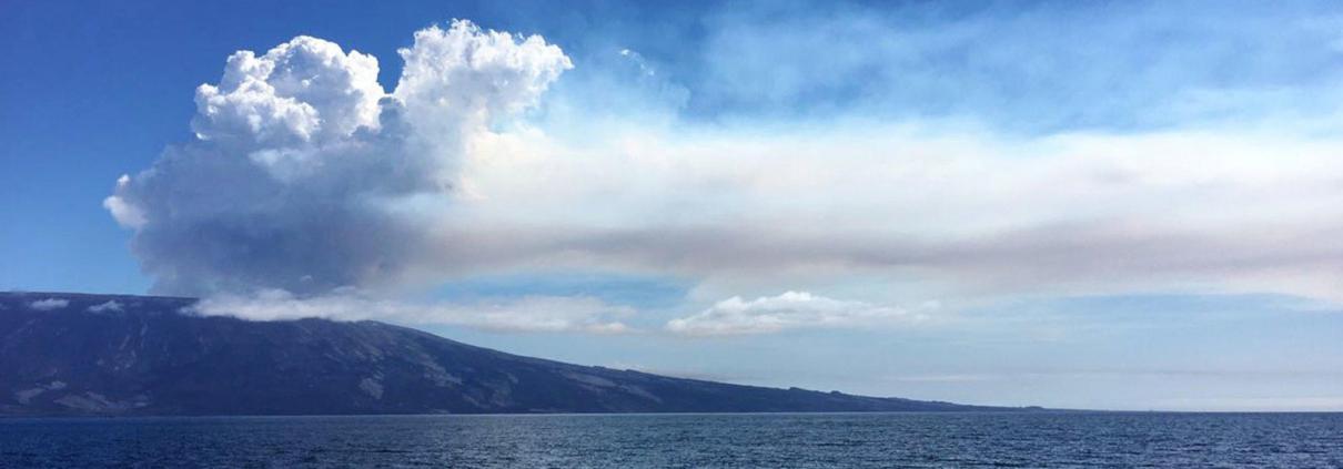 L'eruzione del vulcano La Cmbre nell'arcipelago delle Galapagos