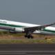 Un aereo Alitalia al decollo